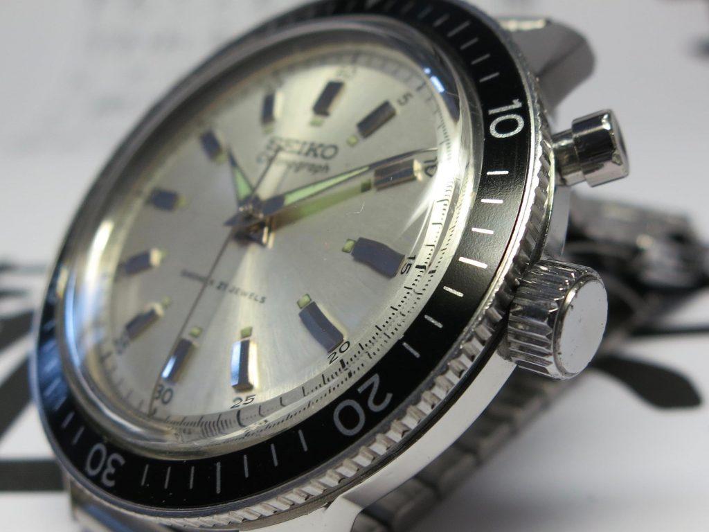 SEIKO Crown 5719_Black aluminum insert bezel_credit Jerry