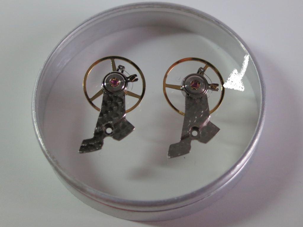 Airspring Regulator   YEMA 3000 GMT (left) vs AMBRE MBP 1000 (right)