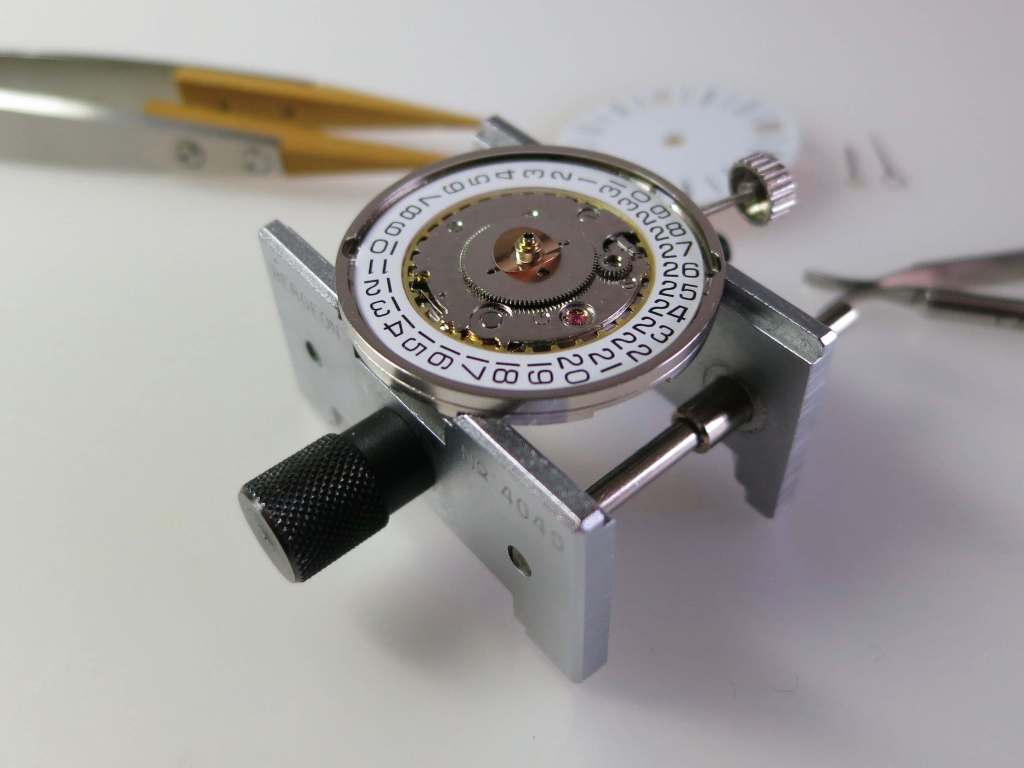 YEMA 3000 GMT   What is under the dial!