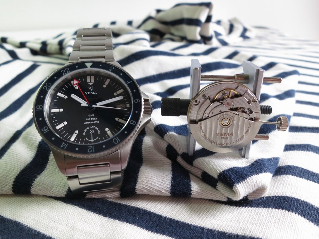 The Yema Navygraf Marine NAtionale GMT is equipped with the YEMA 3000 GMT movement